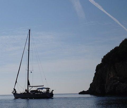 sail-boat-205468_640